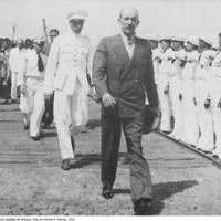 19 O Governador passando revista aos Sokol (pelotão de oficiais). Foto de Manuel N. Ramos, 1933..jpg