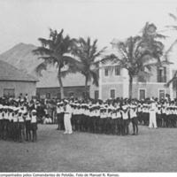 24  Júniores em posição de descanso acompanhados pelos Comandantes de Pelotão. Foto de Manuel N. Ramos..jpg