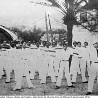 05 Exercícios de ginástica dos cadetes (futuros oficiais dos Falcões, Júlio Bento de Oliverira. Foto de Manuel R. Nascimento, 1936..jpg