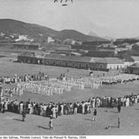 23 Parada dos Falcões no Largo das Salinas, Mindelo (verso). Foto de Manuel N. Ramos, 1934..jpg