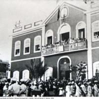 17 Os Falcões marchando em frente à Câmara Municipal de S. Vicente. Foto de Manuel N. Ramos, 1938..jpg