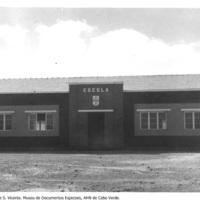 123 - Edifício Escolar na Ilha de S. Vicente.jpg